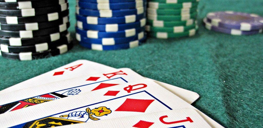 Playing Online Casino02