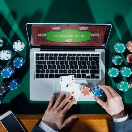 Online Poker-The Advantages Of Gambling For The Users